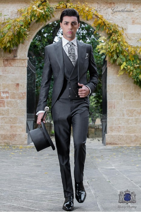 """Chaqué italiano de elegante corte """"Slim"""", dos botones. Tejido lana de alpaca gris marengo."""