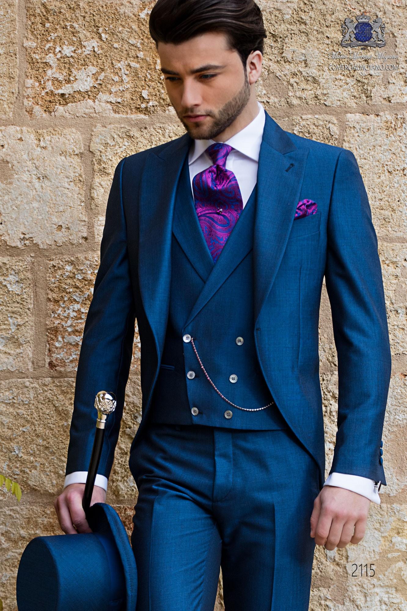 """Chaqué de sastrería italiana con elegante corte """"Slim"""", una apertura. Tejido lana de alpaca azul."""