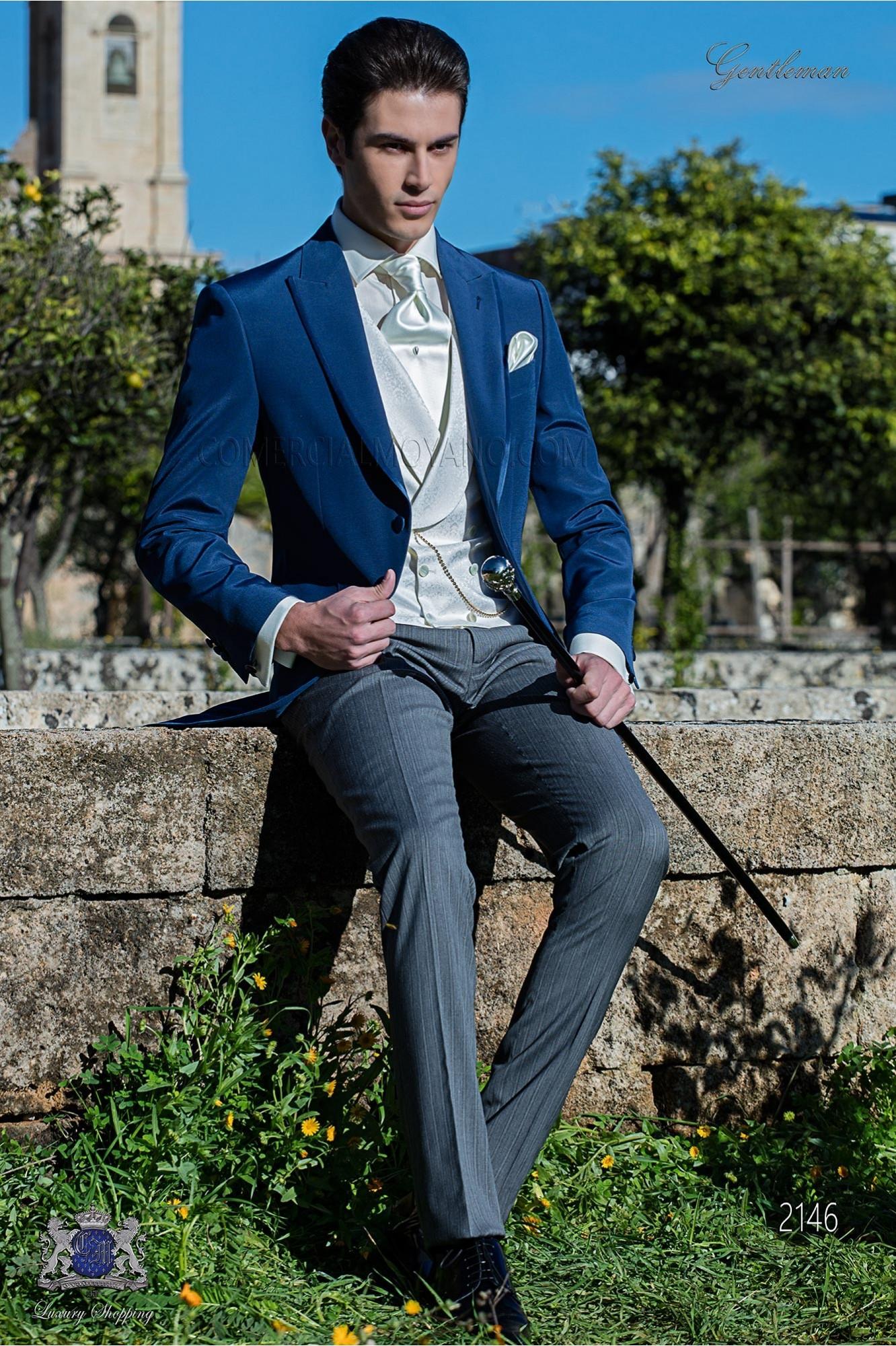 Traje de novio azul royal con pantalón gris a rayas