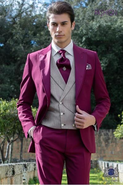 "Traje italiano con moderno estilo ""Slim"". Tejido new performance en color borgoña."