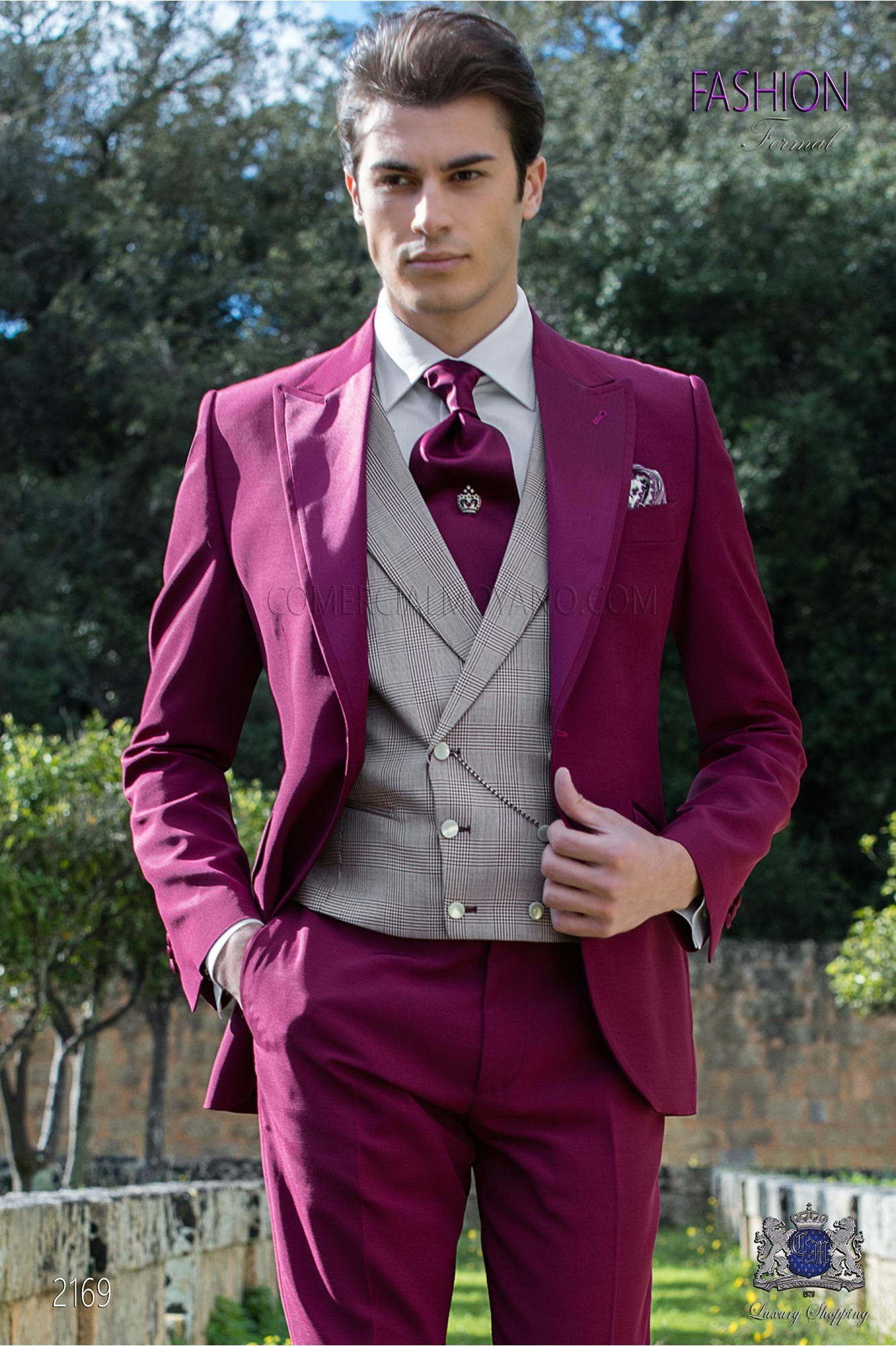 Italian wedding suit Slim stylish cut. Peak lapel with contrast fabric piping. Made from wool and acetate fabric in Burgundy model 2169 Ottavio Nuccio Gala
