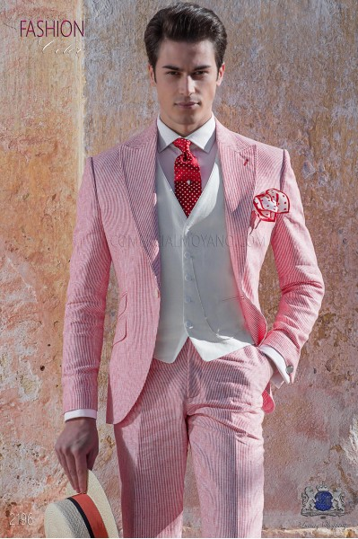 Traje de novio de lino rojo con raya blanca