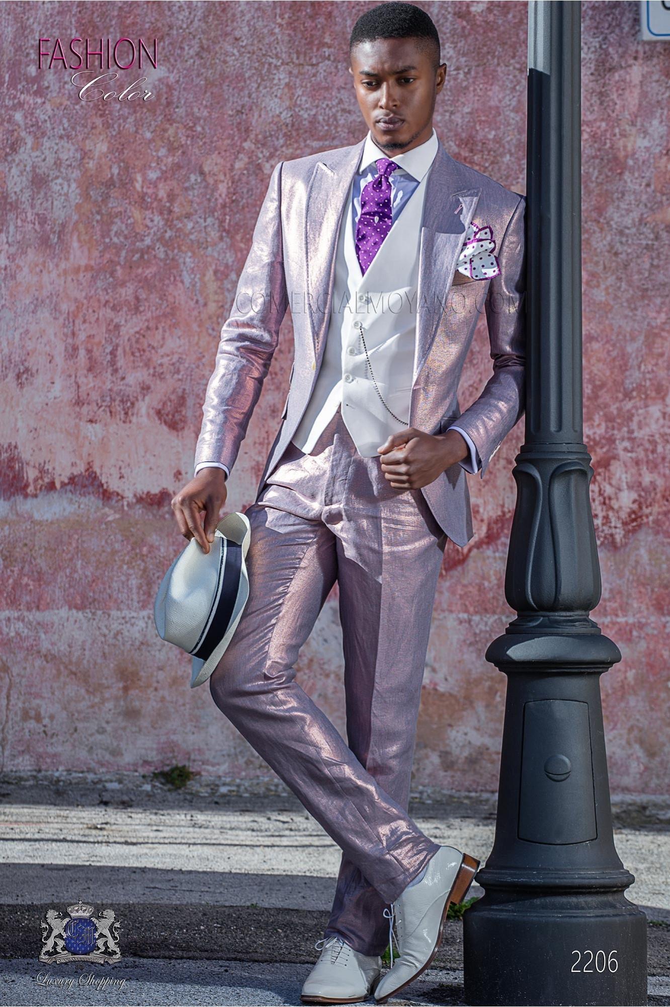 Traje de novio rosa de lino metalizado con pespunte