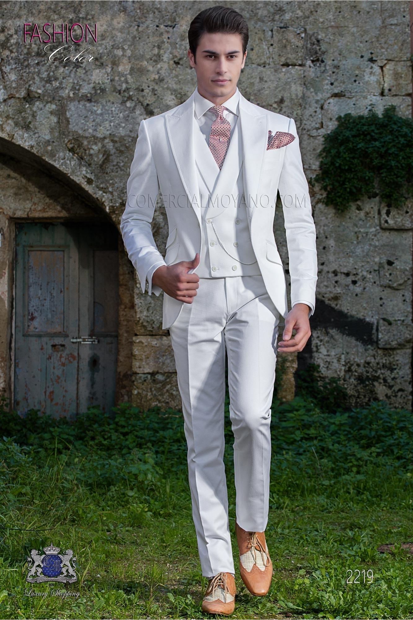 "Traje moderno italiano de estilo ""Slim"". Tejido color blanco 100% algodón"