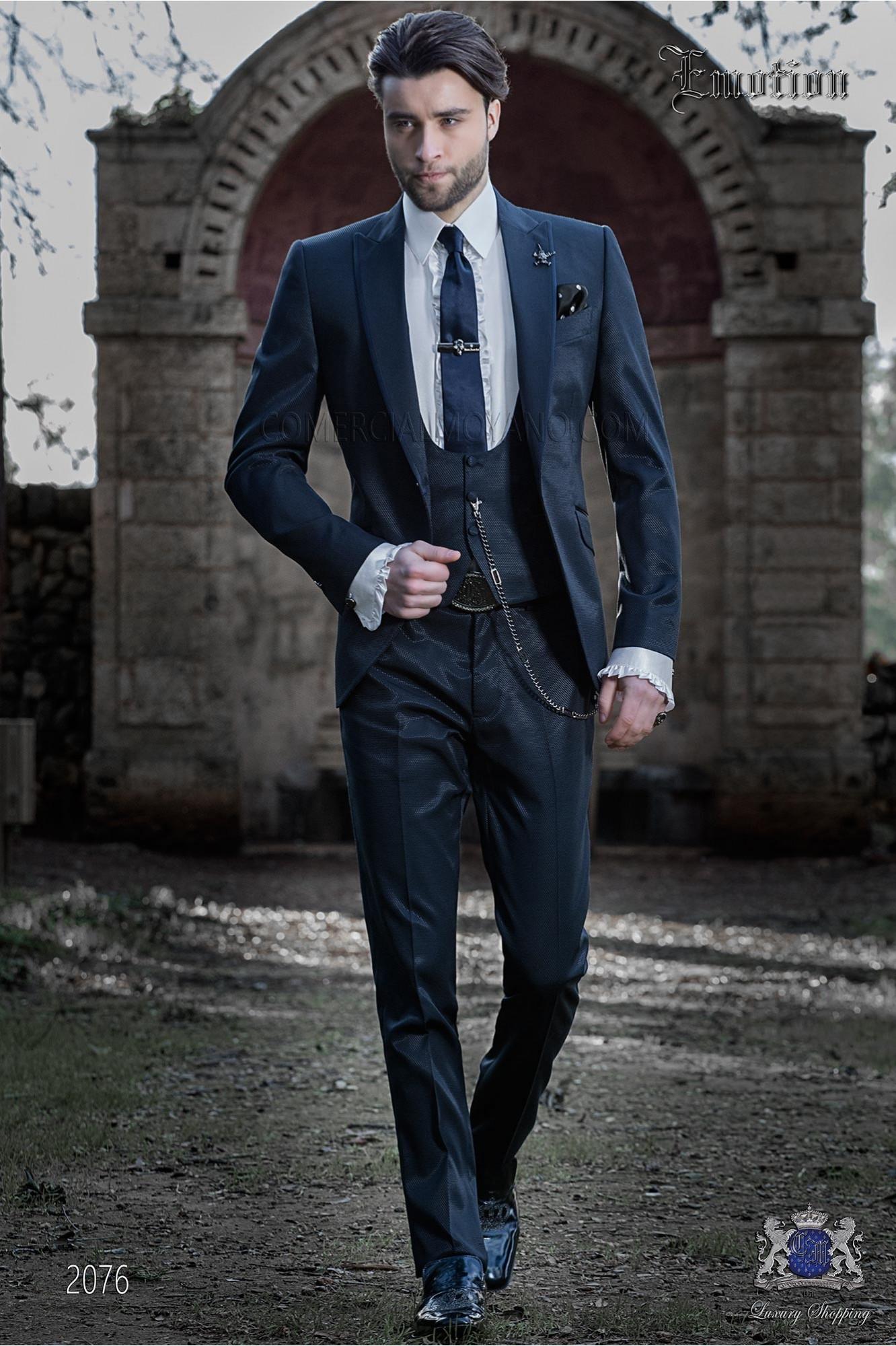 "Traje italiano con moderno estilo ""Slim"" . Tejido new performance color azul marino"