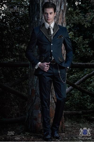Traje de moda italiano azul con apliques metálicos