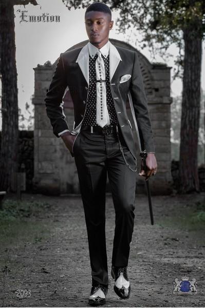 Traje de moda italiano negro con solapa en blanco