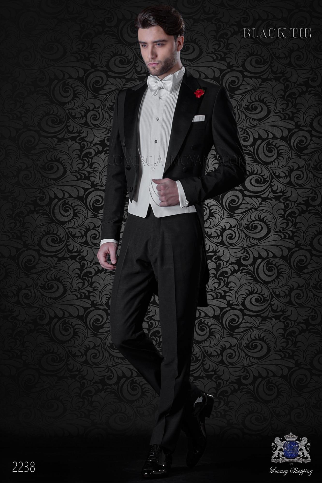 Frac italiano negro mixto lana con solapa de punta y botones negros de raso