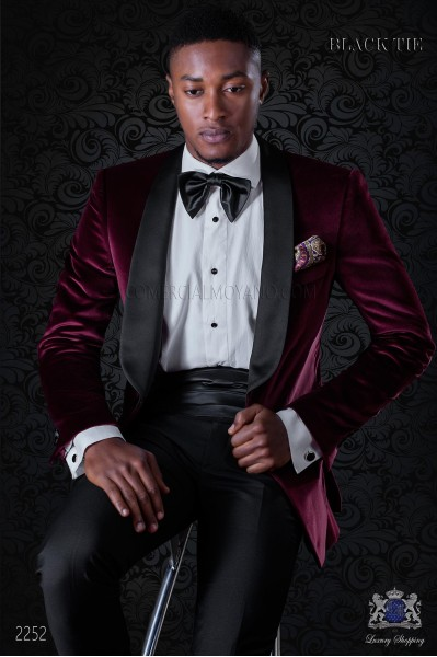 Italian velvet burgundy tuxedo with satin lapels. Fabric velvet 100% cotton.