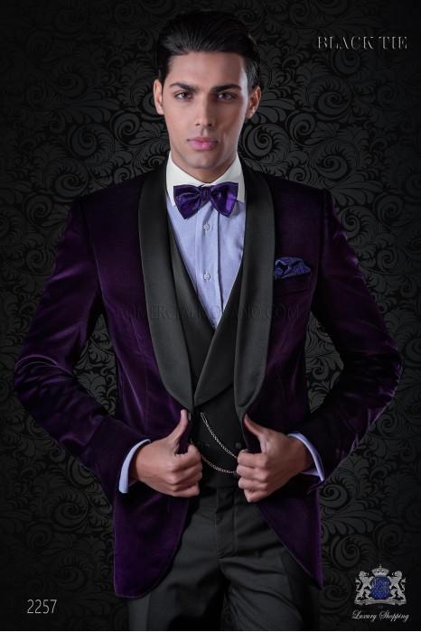 Italian velvet purple tuxedo with satin lapels. Fabric velvet 100% cotton.