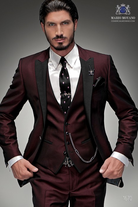 "Italian three-piece set with modern cut ""Slim"" tip flaps and 1 button ""litmus"" red fabric."