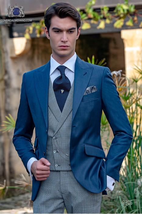 Traje de novio azul con pantalón gales azul