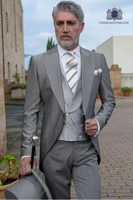 Chaqué de novio gris claro fil a fil con pantalón raya diplomática
