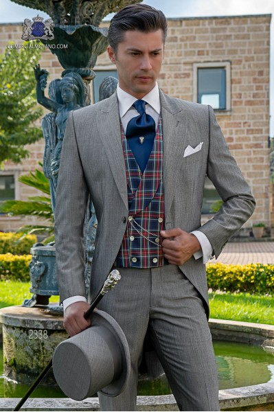 """Chaqué italiano de elegante corte """"Slim"""" gris claro. Tejido lana de alpaca."""