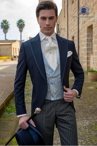 Chaqué de novio azul marino tejido liso con perfil de raso y pantalón con raya diplomática