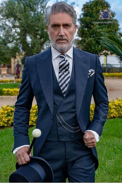 Chaqué de novio azul tejido con diseño de raya de espiga