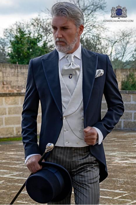 Chaqué azul con pantalón de etiqueta