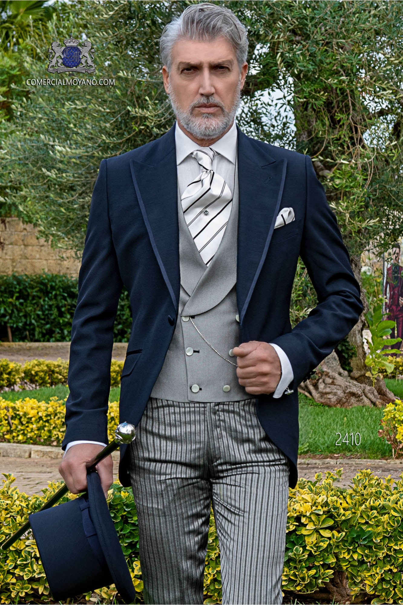Italian blue short-tailed wedding suits with pinstripe trousers