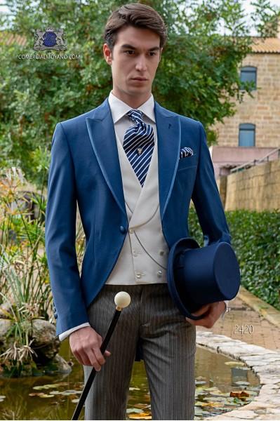 Chaqué de novio azul royal con pantalón raya diplomática