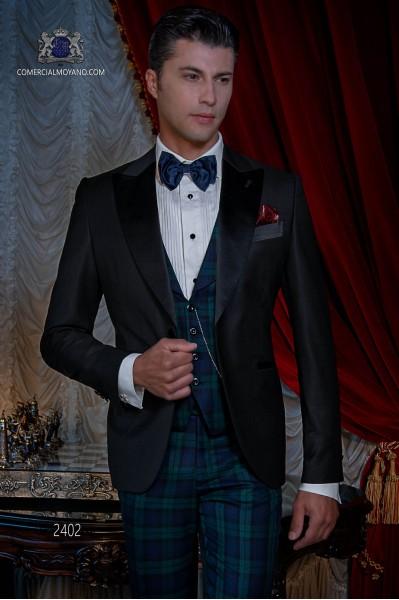 Esmoquin italiano de novio negro combinado con pantalón de tartan.