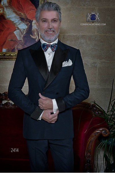 Italian double breasted navy blue tuxedo with peak satin lapels. Peak lapels and 4 buttons. Wool mix fabric.