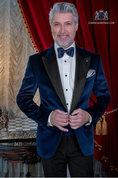 Italian velvet blue tuxedo with satin lapels. Peak lapels and 1 button. Fabric velvet 100% cotton.