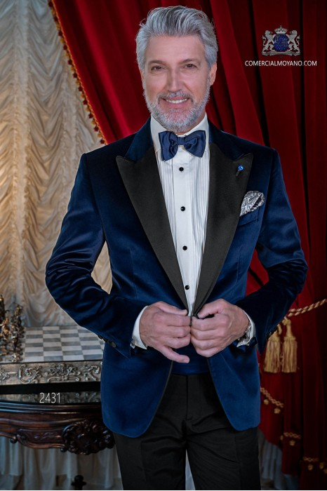 Italian velvet blue tuxedo with satin lapels. Peak lapels and 1 button. Fabric velvet 100% cotton.