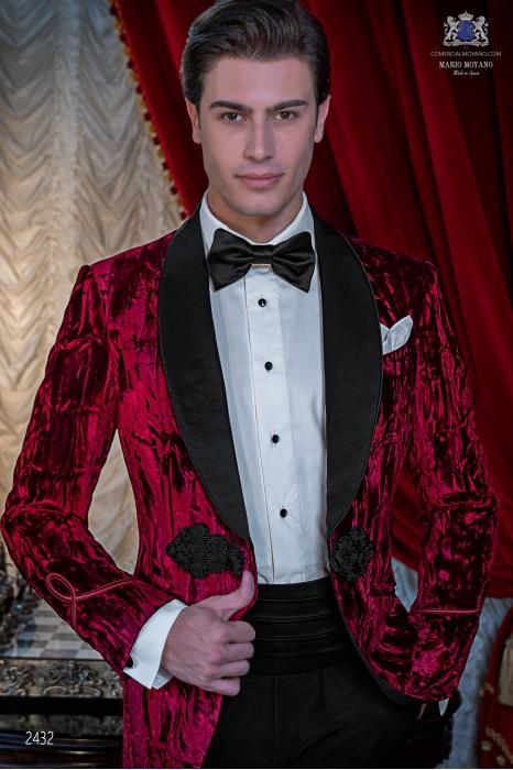 Italian velvet red tuxedo with satin lapels. Fabric velvet 100% cotton.