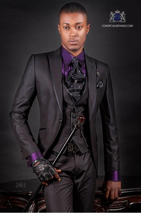 Traje negro italiano moderno. Modelo con solapa de punta con vivos de raso y 1 botón