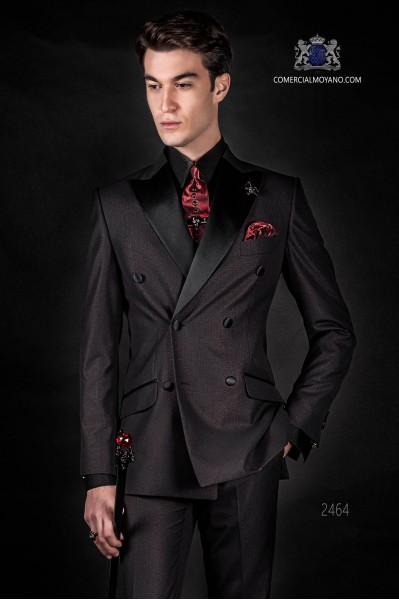 "Traje italiano de moda con moderno corte ""Slim"". Modelo cruzado de solapas punta y 6 botones. Novedoso tejido lurex."
