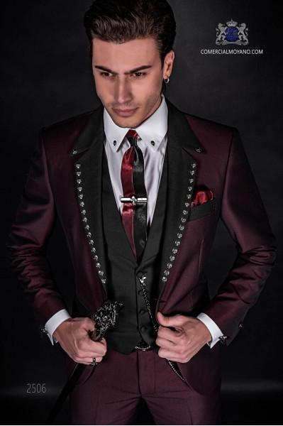 """Costume de la mode italienne avec coupées revers de pointe modernes """"slim"""" et un bouton."""