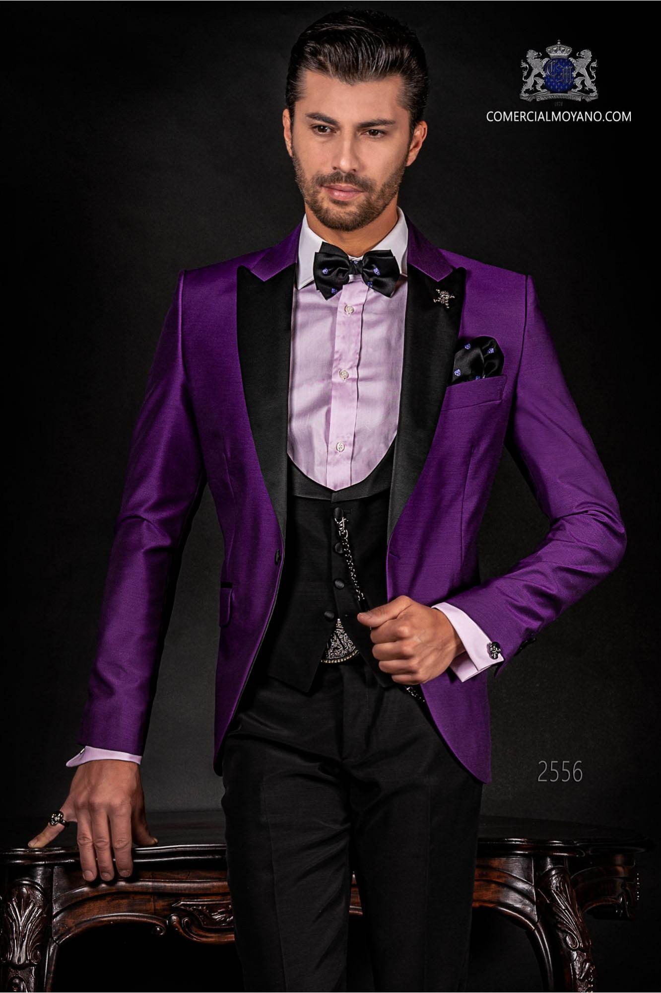 Esmoquin italiano púrpura con solapas de raso