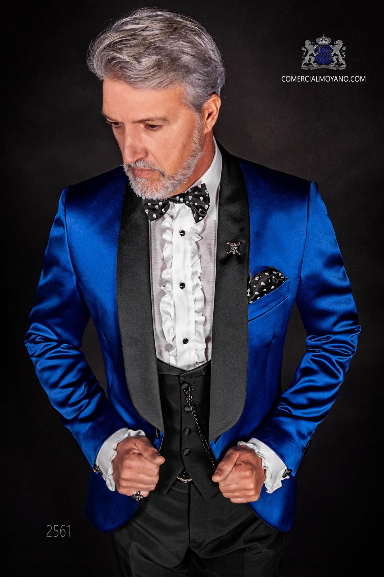 Esmoquin italiano azul royal con solapas de raso