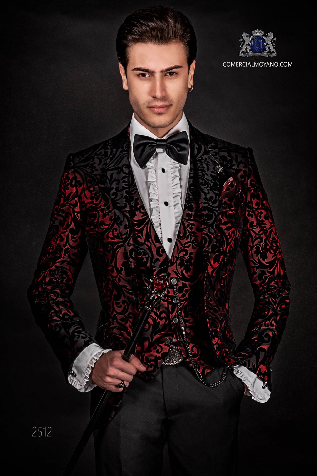 Traje de moda italiano rojo de terciopelo con especial diseño negro