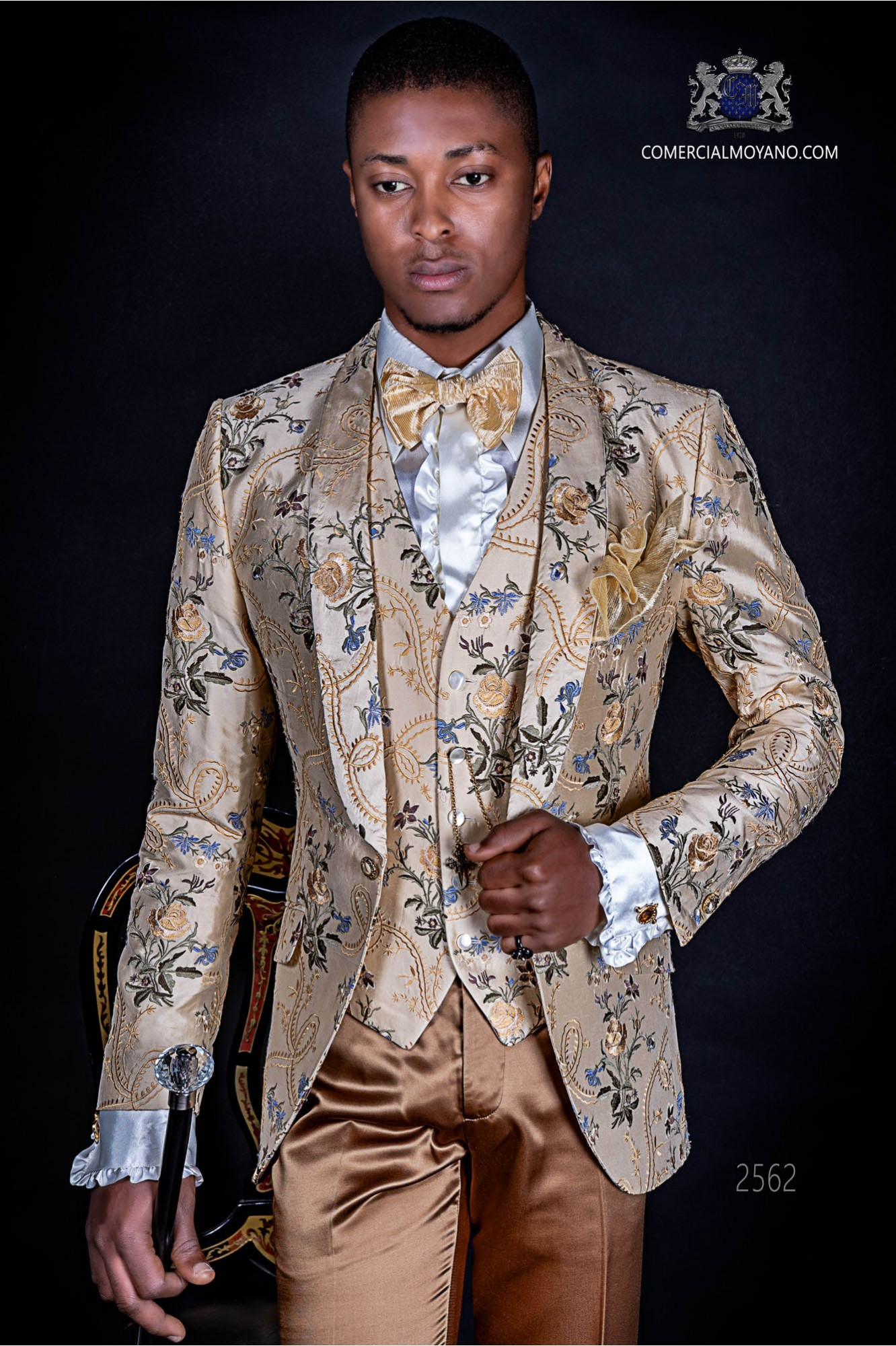 Italian fashion suit in jacquard fabric with a special design