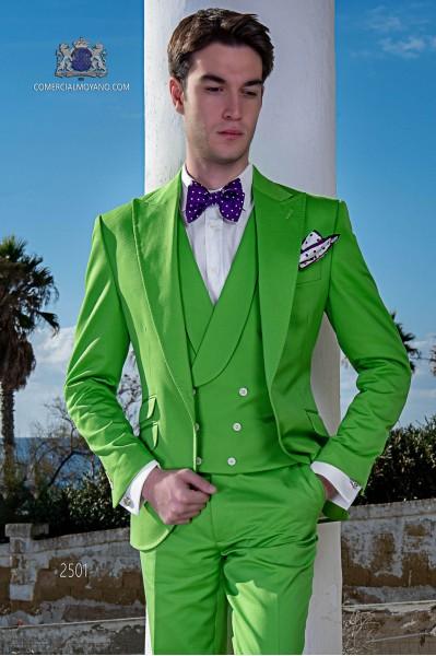 "Costume moderne de style italien ""Slim"". Vert tissu 100% coton."