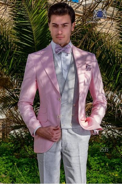 Traje de novio rosa de lino con pespunte
