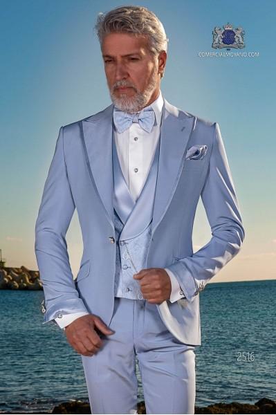 Traje italiano azul claro con moderno de solapa punta con vivos y 1 botón.