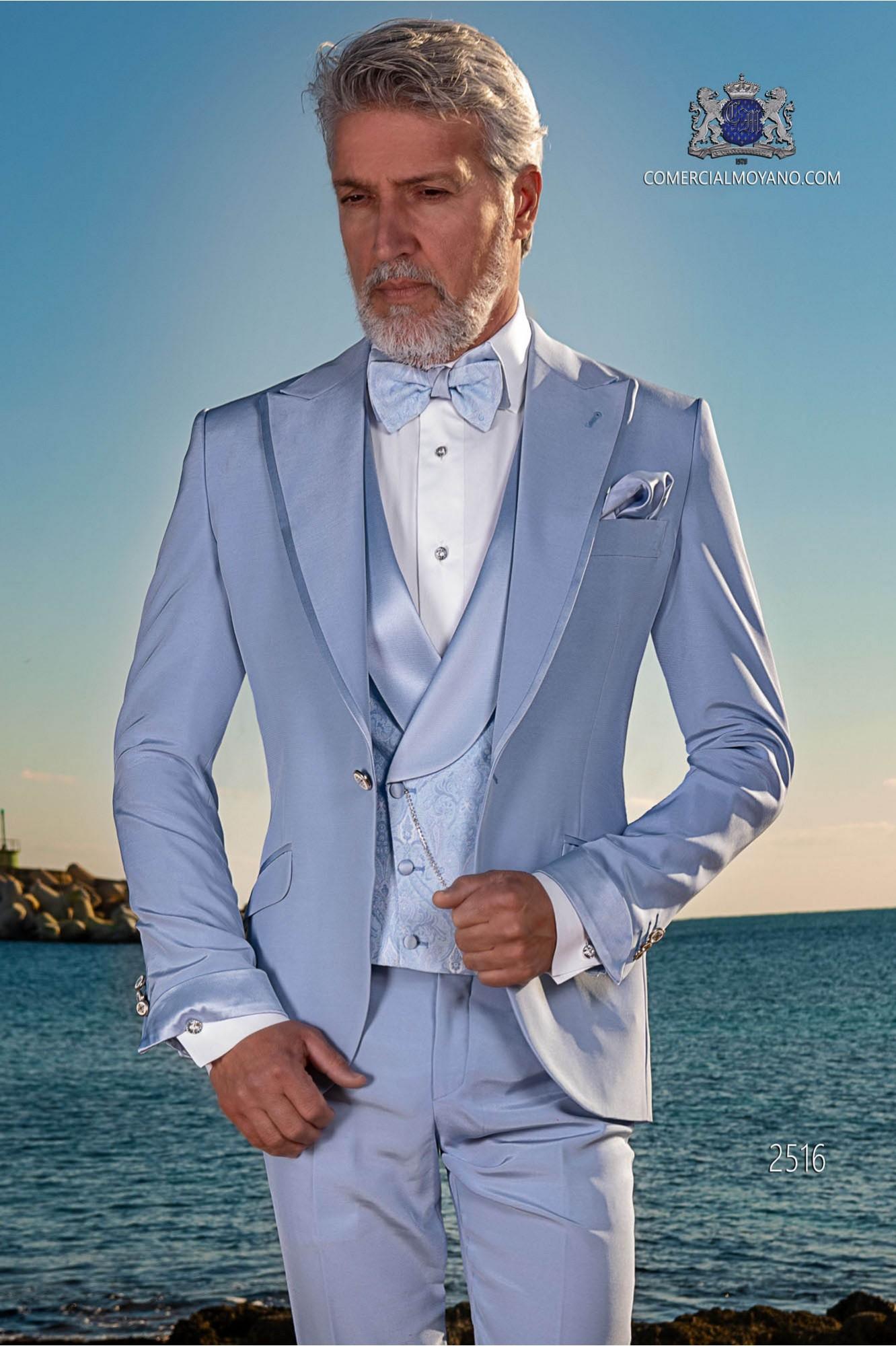 Traje italiano azul claro con moderno de solapa punta con vivos y 1 botón