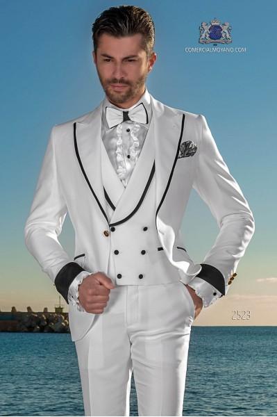 Traje de novio moderno blanco con con vivo negro en la solapa