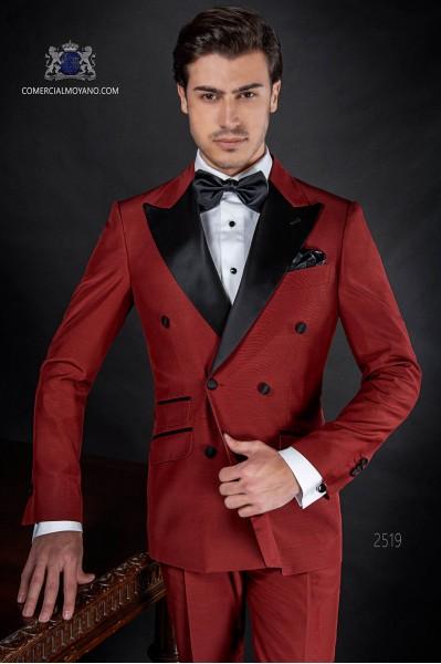 Esmoquin italiano rojo cruzado con solapas de punta de raso