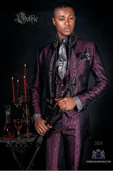 Traje de novio, frac cuello mao en tejido jacquard morado con bordados plateados y pedrería cristal en cuello