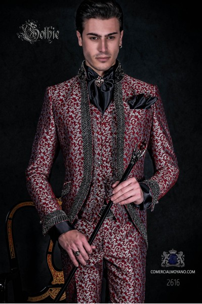 Traje de novio barroco, levita vintage en tejido brocado rojo y plata con cuello Mao con pedrería negra