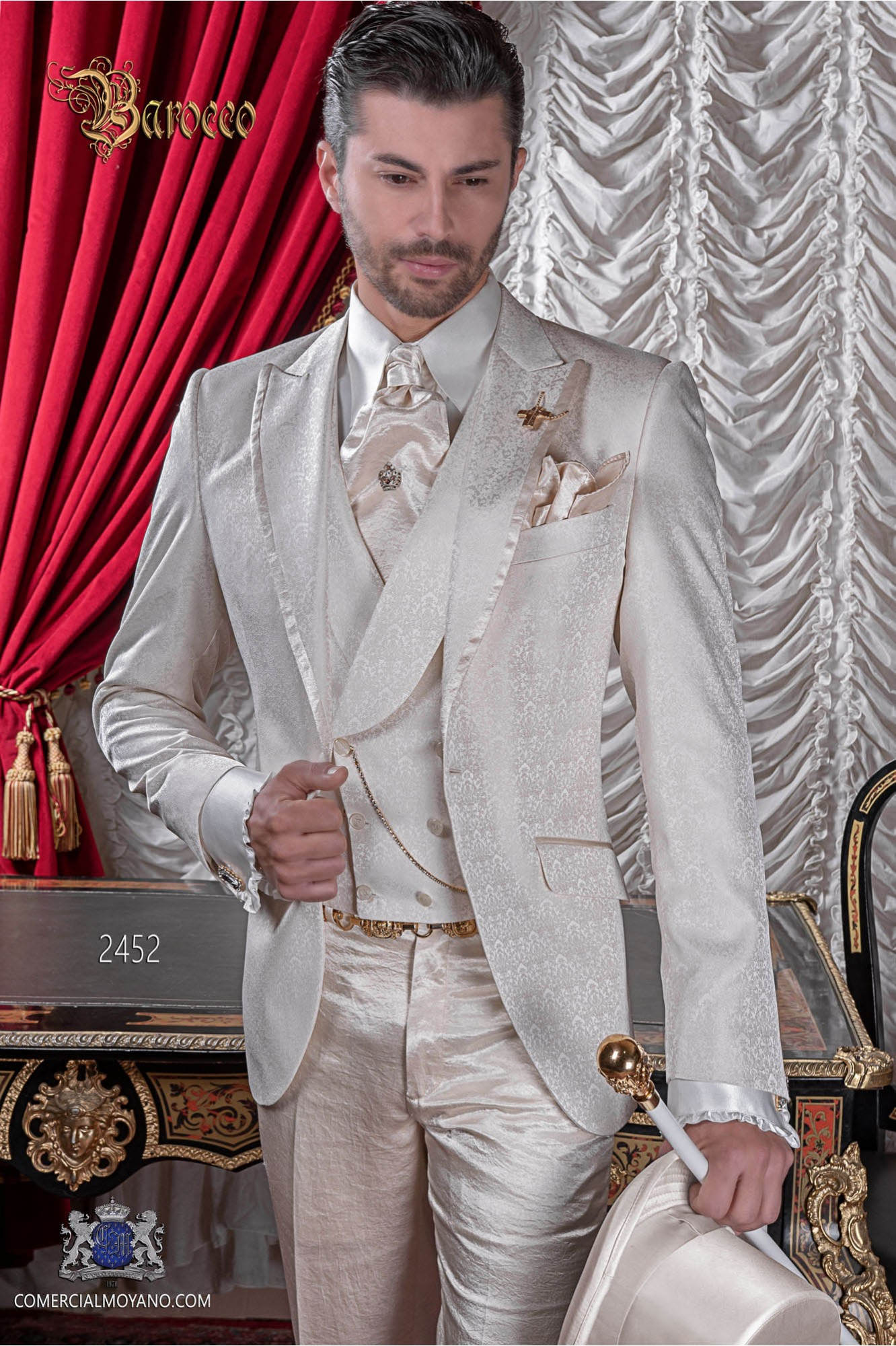 Italian bespoke with a special jacquard fabric in ivory suit