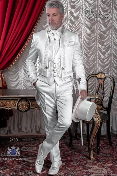 Queue-de-pie baroque en satin blanc avec broderie en argent, strass en cristal sur le collier Mao