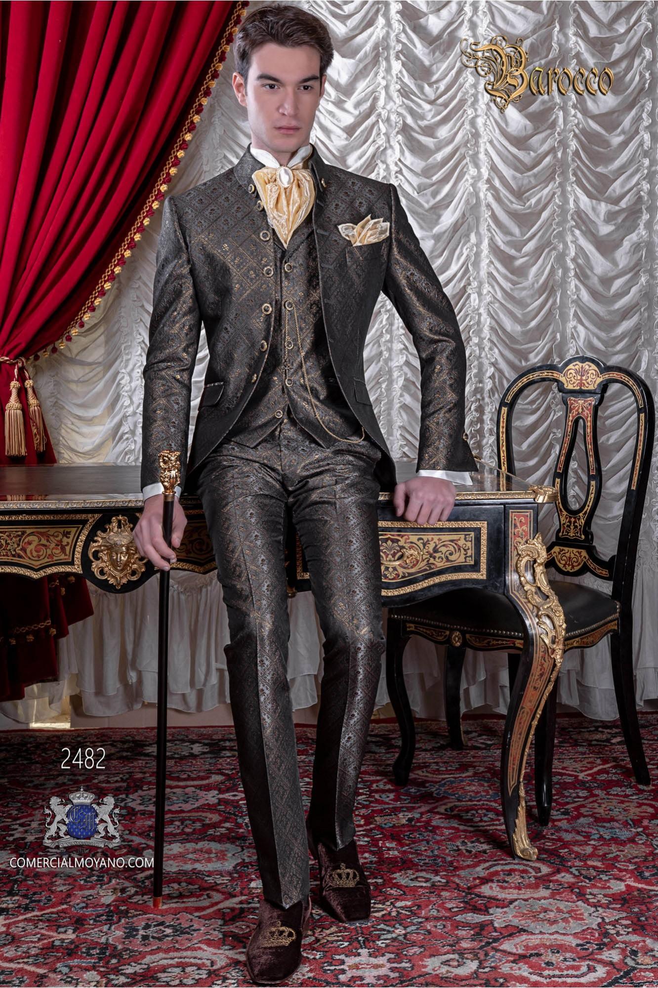 Traje de novio barroco, redingote de época cuello Napoleón en tejido brocado gris-oro con botones dorados