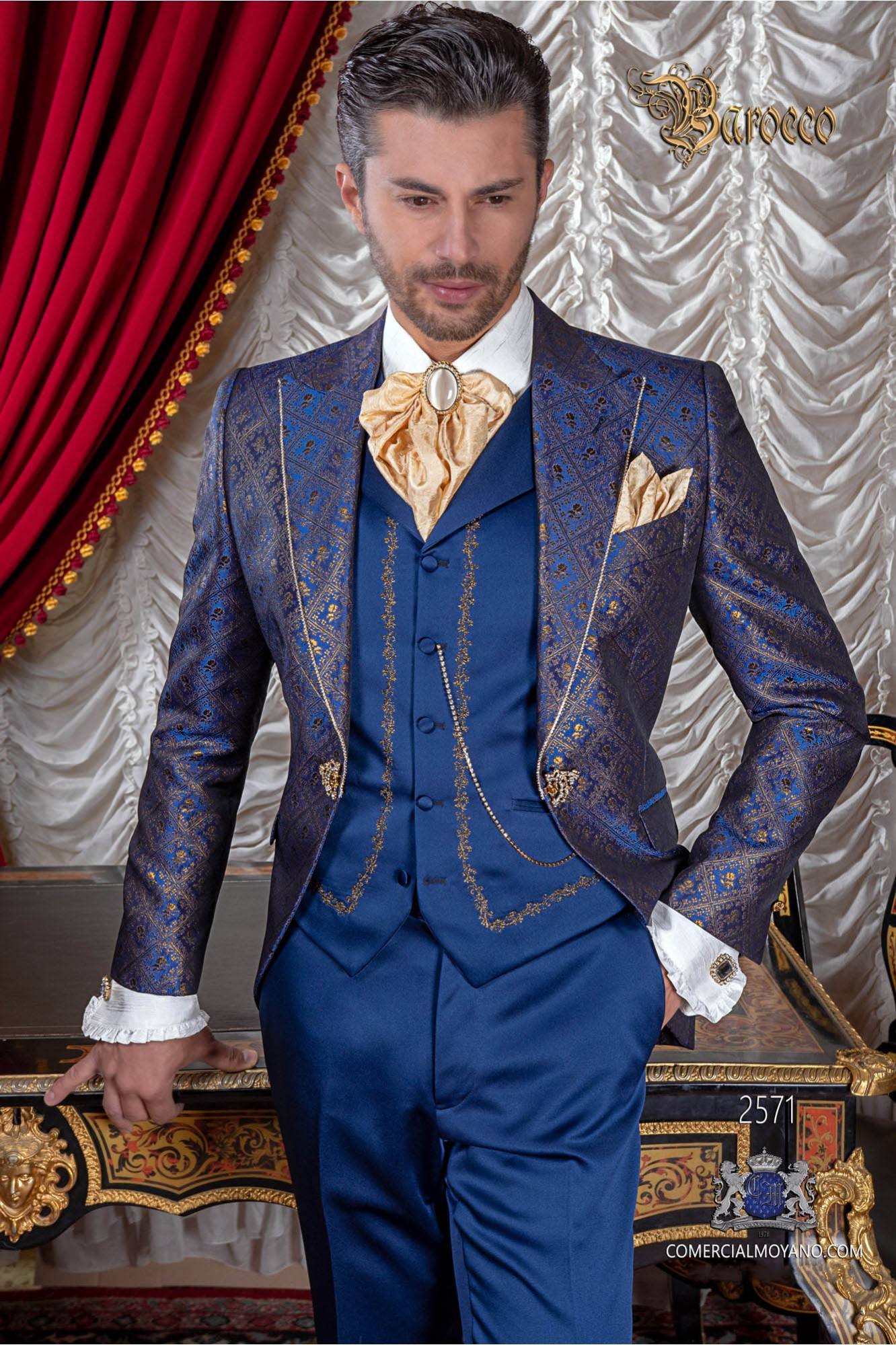 Traje de época brocado azul y oro modelo redingote