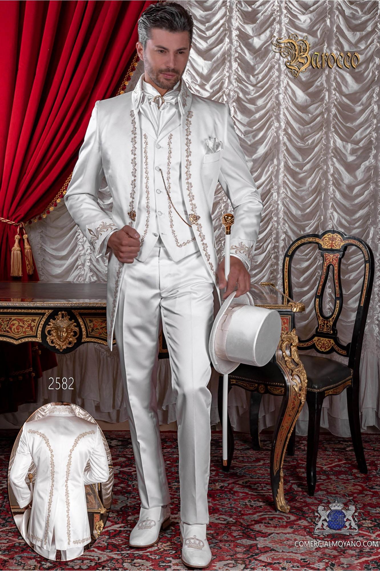 Traje de época casaca blanca de raso bordado oro