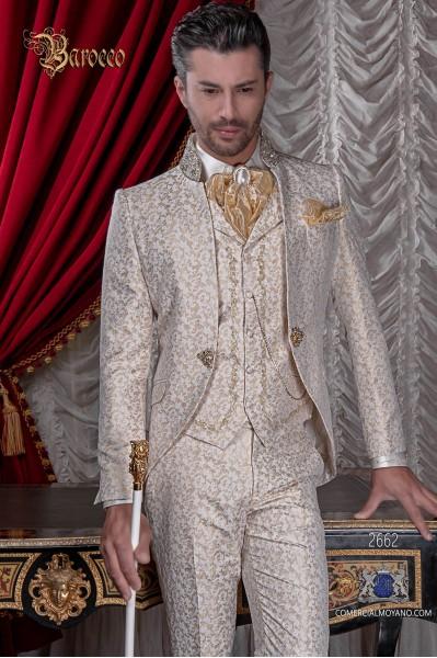 Traje de novio barroco. Levita de época en jacquard marfil y dorado cuello mao con pedrería dorada
