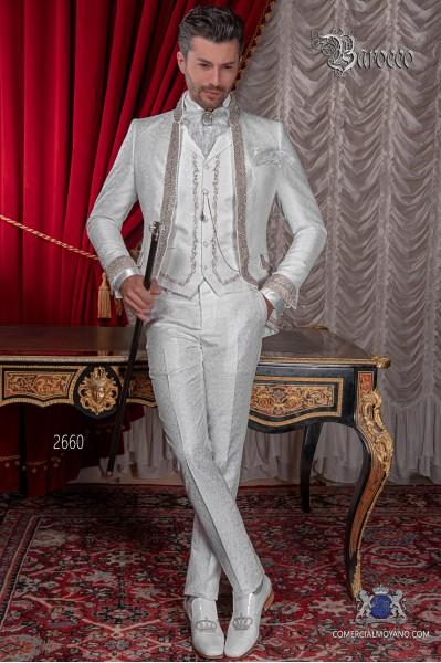 Traje de novio barroco, levita cuello Mao de época brocado blanco con pedrería strass.